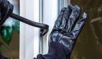 चोरों ने लगाई 1.11 लाख की सेंध